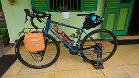 Sepeda gravel/semi roadbike
