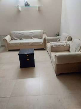 2 BHK wall furnished Portion