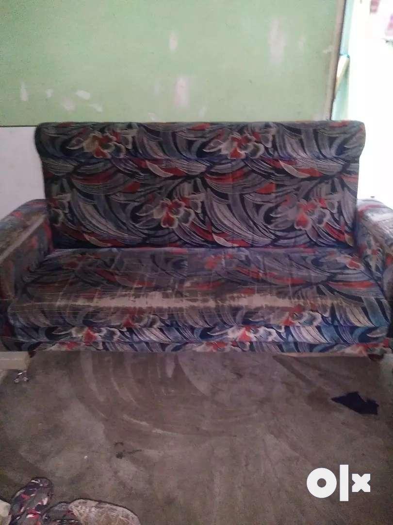 Old sofa good condition 0