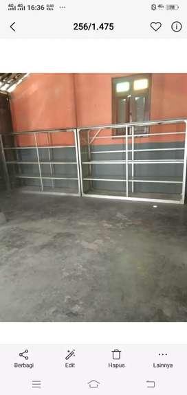 Bismillahirohmanirrohim jual etalase panjang sekitar 2 meter siap pake