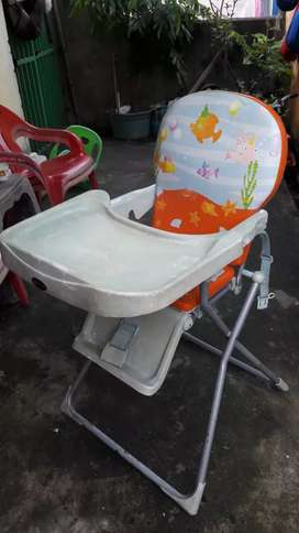 Kursi makan bayi pliko