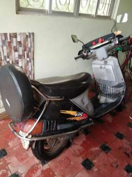 Scooter in good condition price rs 5000