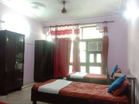 BEST PG BOYS IN NOIDA 4 SHARING ROOM  UNLIMITTED FOOD NEAR SECTOR 20