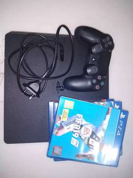 PS4 - 1 TB Console with controller