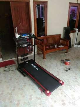 Treadmill elektrik TL 629 hitam