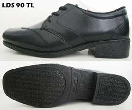 Sepatu pro att wanita