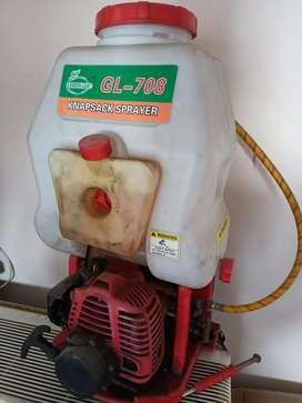 Engine power sprayer