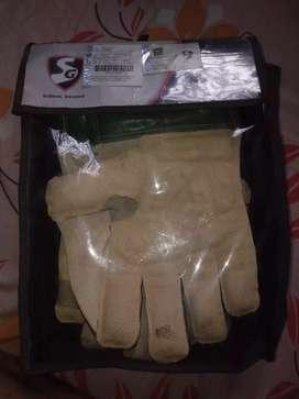 savage Wicket keeping gloves