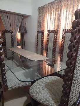 8 chair Dining Table in perfect condition