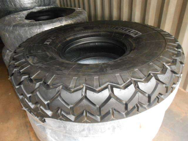 TYRES FOR TOP LIFTER AND HEAVY MACHINERY SIZE 1800.R25, 28PLY 0