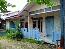Rumah dengan tanah yang luas