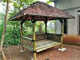 Tukang saung bambu