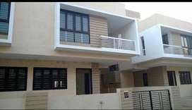 Ready to move residencial house in upper middle class society