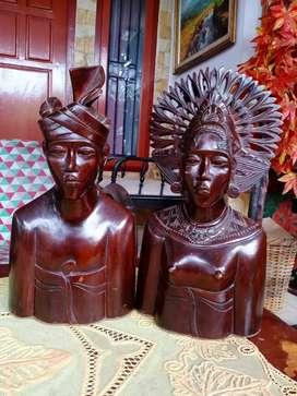 Sepasang patung kayu