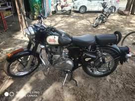 Royal Enfield CLASSIC 350 BLACK GOOD CONDITION , ONE PERSON HANDLING