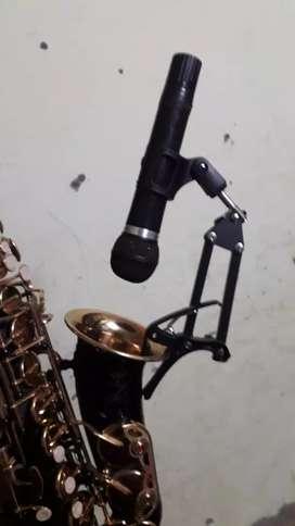 Saxophone mic stand