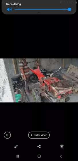 Tractor pertanian YANMAR