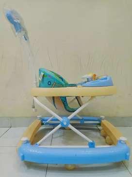 Preloved baby walker / alat bantu jalan bayi merk FAMILY