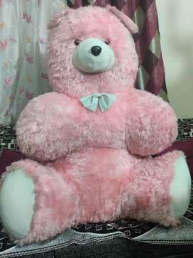 A very big teddy bear 3 fit long