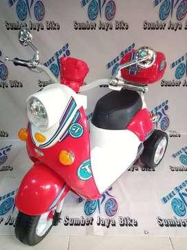 Mainan Motoran Aki Scoopy NEw