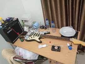 Dijual gitar listrik lengkap dengan ampli dan effect distorsi