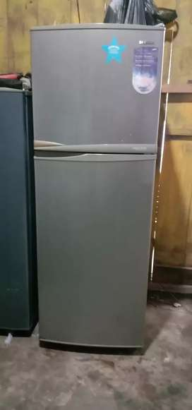 Jual cepat kulkas 2 pintu Samsung belum pernah rusak
