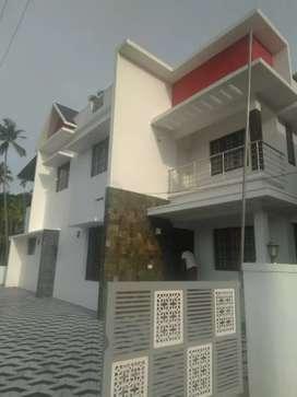 5.5 cent 1900 sqft 4 bhk new build house at kalamasserry near H.M.T