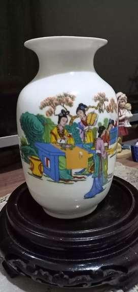 Guci vase cina 8 putri antik