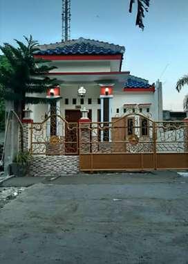 Rumah mewah di perkampungan