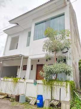 Rumah putih  Keren Murah di Condong Catur