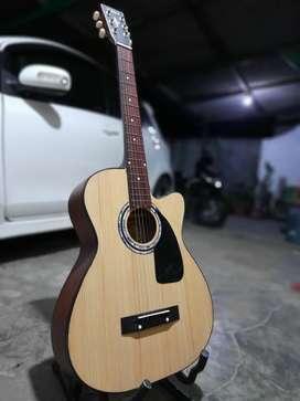 Gitar akustik kuat
