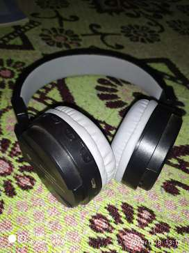 Good Bluetooth headphones all type of multimedia support