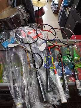 Raket badminton baru siap pakai