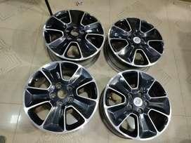 """16"""" Dustor Diamond Cut OEM Alloys set of 4 lite used"""