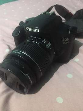 Dijual kamera DSLR merk canon D1200 masih bagus