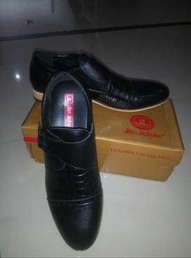 Sepatu Jim Jocker