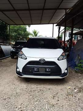 Toyota sienta 1.5E CVT 2017 AT