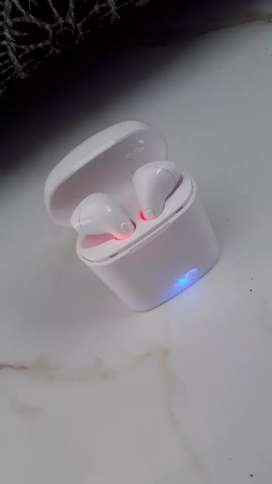 Airpods TWS i7 in good condition