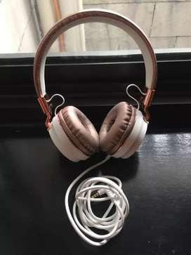 Headphone merk Typo