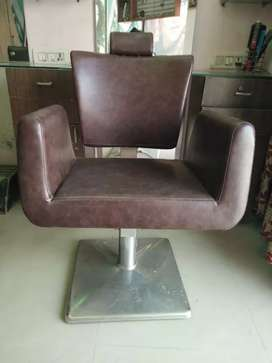 Furniture and salon accessories in very cheap cost