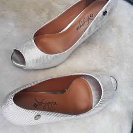 Insignia Shoes (Silver)