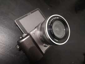 SONY A5100 2 lensa  KIT 16-50 + Lens meike 35mm