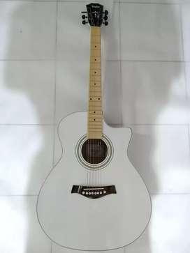 Gitar akustik empuk
