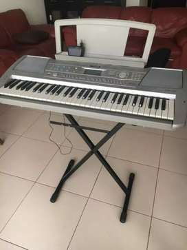 Yamaha portable keyboard _PSR 290 (touchsensitivekeys)with it's stand