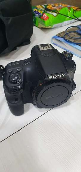 Sony alpha 58 camera with 2 lenses