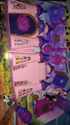 Barbie dall house.