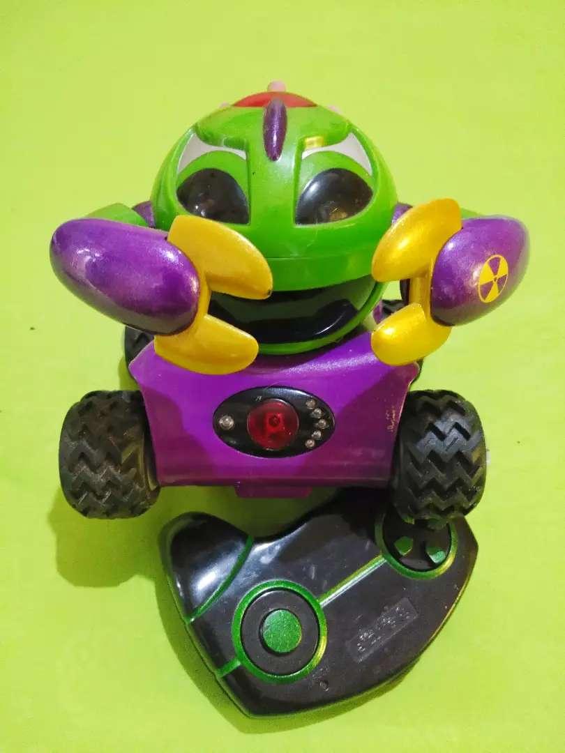 Mainan robot kepiting.