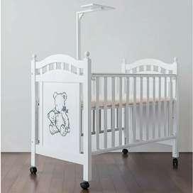 Box bayi kayu atau tempat tidur bayi