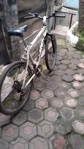Jual sepeda edisi jarang dipakai