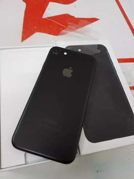 I am selling iPhone 7 32gb with bill box and all accessories